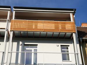 dreveny-obklad-balkonu_sibirsky-modrin_osmo013_1905-14